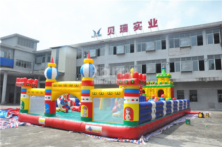 Cina Olahraga Tema Inflatable Bouncy Castle, 0,55 mm PVC Childrens Indoor Play Equipment pabrik